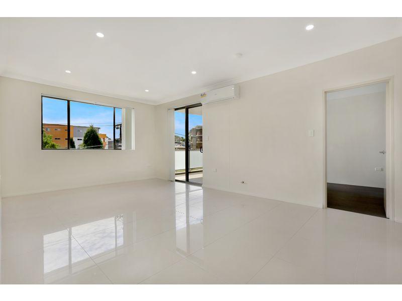 8/2-4 Octavia Street Toongabbie NSW 2146